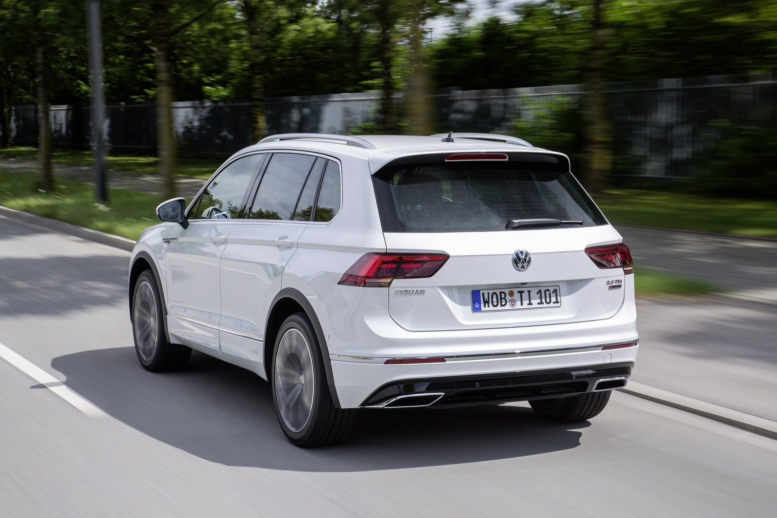 vw tiguan now available with 217hp tsi 236hp biturbo tdi engines carscoops. Black Bedroom Furniture Sets. Home Design Ideas