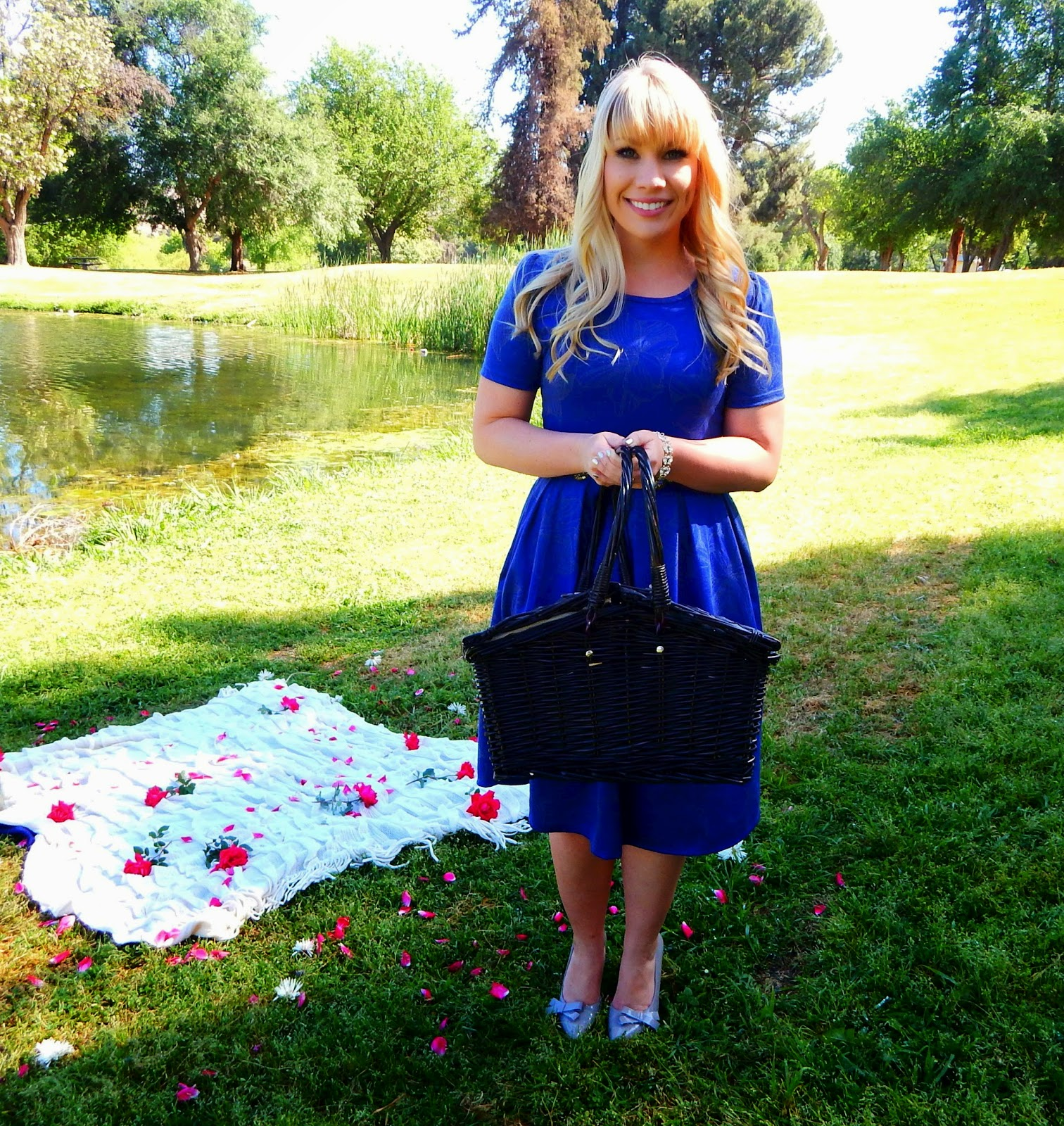 Why I Stopped Being a Lularoe Consultant by popular California fashion blogger Lizzie in Lace