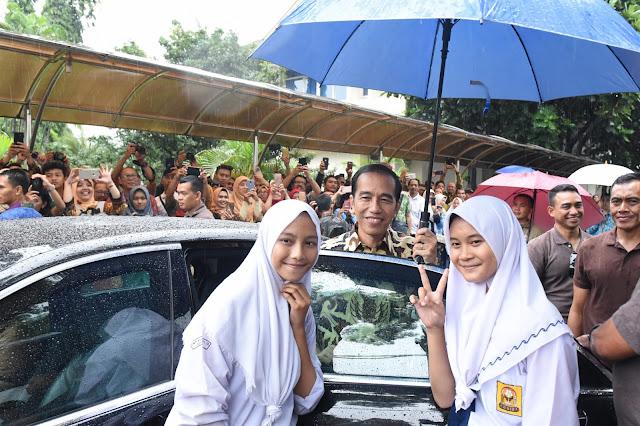 Singgung Tewasnya Guru di Sampang, Presiden Jokowi: Ini Harus Jadi Catatan Besar - Info Presiden Jokowi Dan Pemerintah