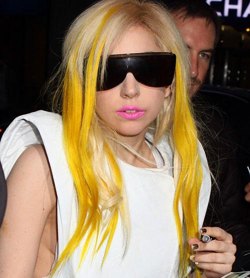 lady gaga in yellow - photo #18