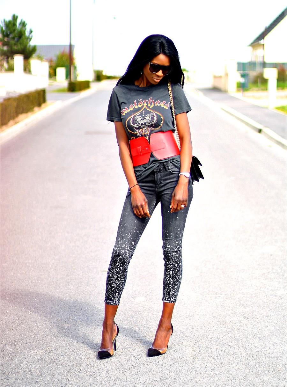 t-shirt-imprimé-rock-corset-jeans-slim-taches-peinture-escarpins-prespex