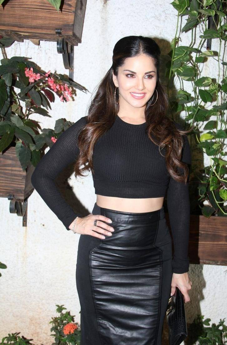 Sunny Leone Unseen Photos In Beautiful Black Dress