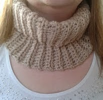 http://translate.googleusercontent.com/translate_c?depth=1&hl=es&rurl=translate.google.es&sl=en&tl=es&u=http://bitsandbobblesblog.blogspot.co.uk/2013/03/crocheted-neck-warmer-pattern.html&usg=ALkJrhj0yaSXZryisgv5FkVU-9sVYAbvvQ