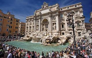 La Fontana di Trevi en Roma, la fuente mas famosa del mundo. Adónde van las monedas que tiramos en las fuentes.  Quién se queda las monedas que lanzamos a las fuentes