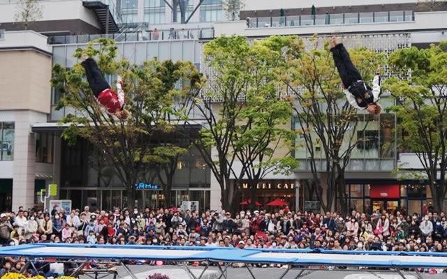 ワクワク、ドキドキの路上サーカス!ヨコハマ大道芸イベントが開催される日時やおすすめの場所を紹介