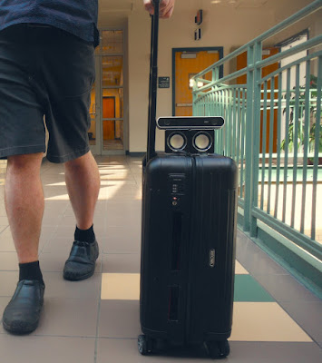 Чемодан для обнаружения столкновений, приложение для поиска пути помогают слепым людям перемещаться по аэропортам