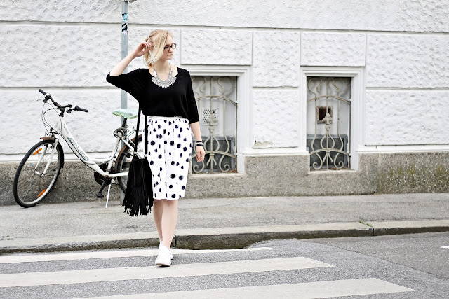 how to wear a midi skirt with flats