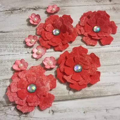 Kwiaty z papieru toaletowego