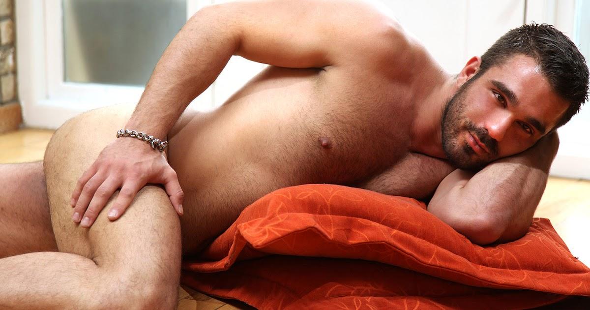 naked-men-having-sex-with-guys