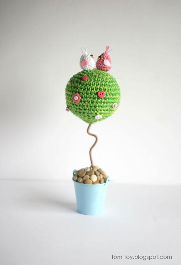 Crochet love tree with lovebirds