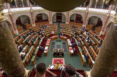 parlament, országháza, plenáris ülés, Demokratikus Koalíció, lex CEU, civiltörvény-javaslat, Orbán-kormány, Fidesz, magyar ellenzéki pártok, ellenzéki bojkott