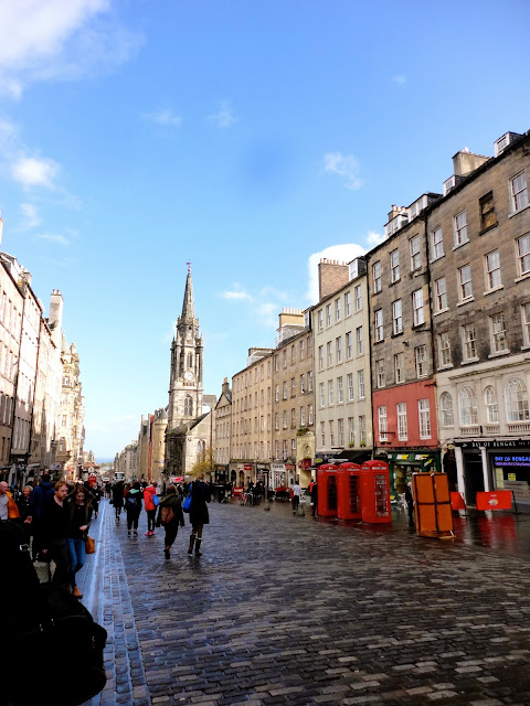 Looking up the High Street on the Royal Mile, Edinburgh