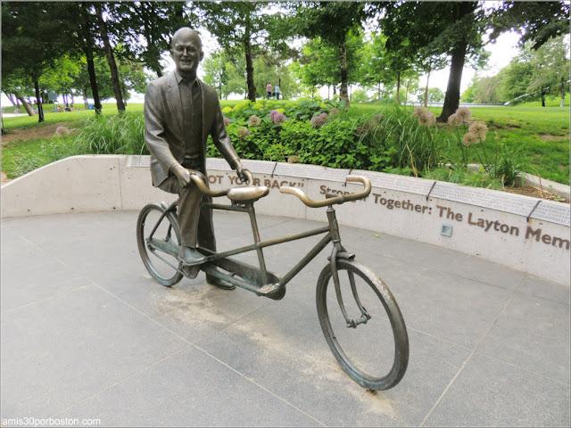 Escultura de Jack Layton, Político que se Desplazaba por la Ciudad en Bici
