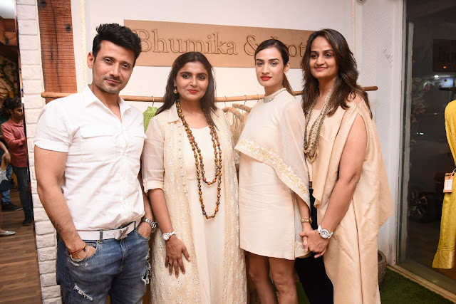 5. Bhumika & Jyoti  with Manmeet Singh and Karishma Modi