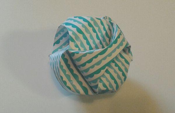 Remue m ninge boules de no l en papier - Bricolage boule de noel en papier ...