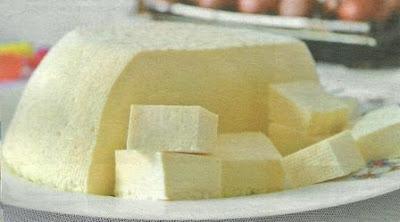 Пошаговые действия приготовления сыра и все необходимые ингредиенты.