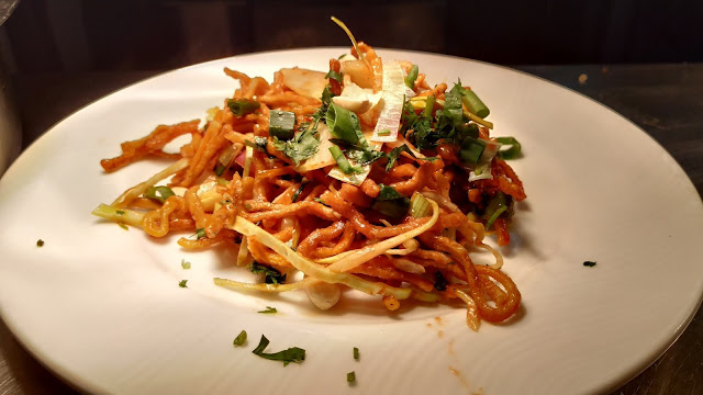 Crisp garnished Chinese bhel