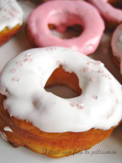 Donuts américains avec glace royale