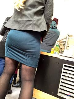señora-cuerpaso-falda-ajustada