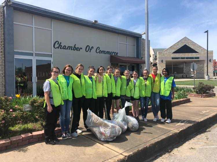 Hugo cheerleaders set example for others with Downtown trash cleanup: Opinion