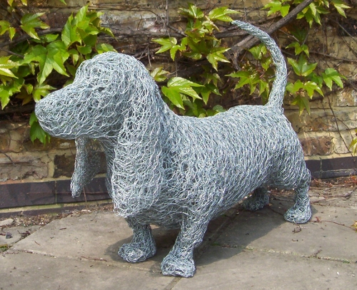 06-Basset-Hound-Dog-Barry-Sykes-Sculptures-of-Animals-in-Wire-www-designstack-co