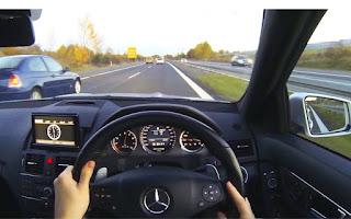 Keinginan untuk mendahului kendaraan di depan kita adalah sesuatu yang wajar bagi kita ba Tehnik Aman Menyalip Mobil Lain