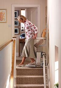 comment faire fonctionner et utiliser le fauteuil monte escalier. Black Bedroom Furniture Sets. Home Design Ideas