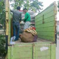 Jasa sewa truk di kota Medan.