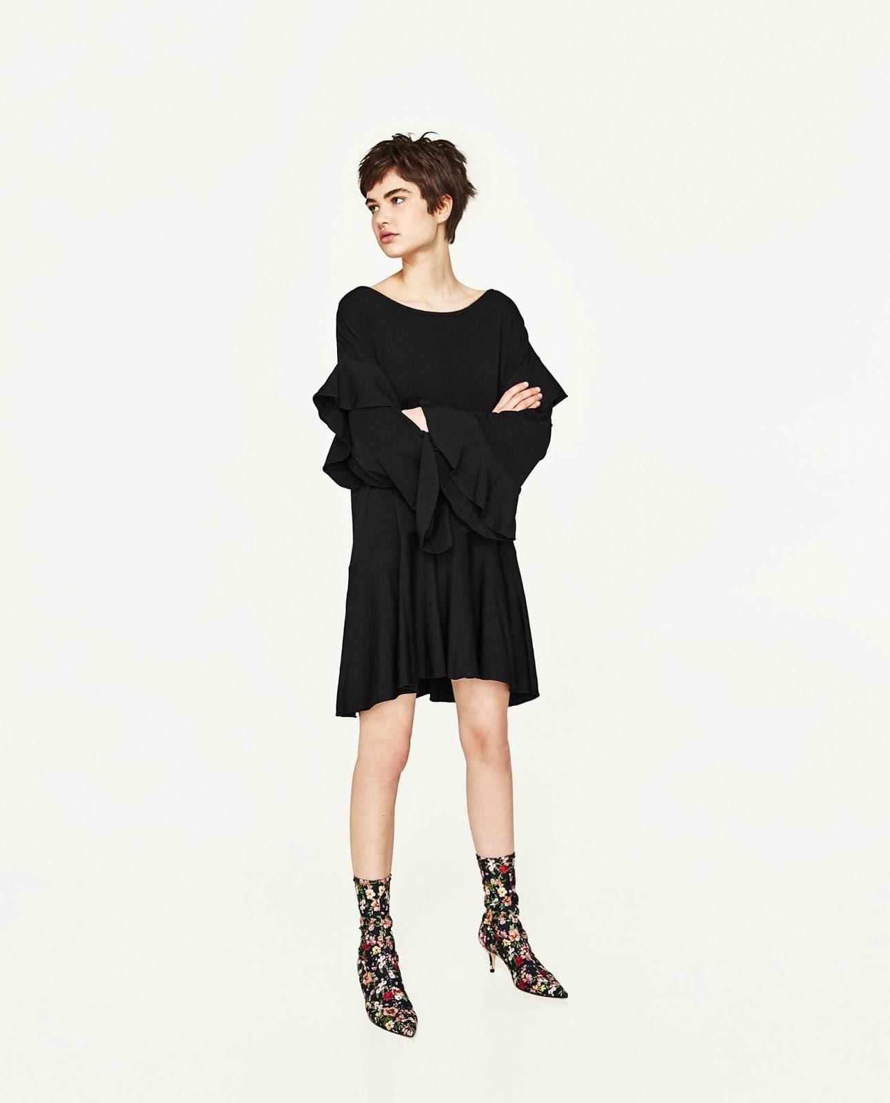 ZARA czarna sukienka z falbankami, wyprzedaż w Zarze, co kupić na wyprzedaży