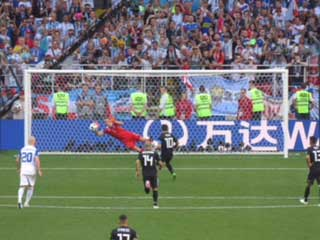 Hannes Thor Halldorsson saves Messi's penalty