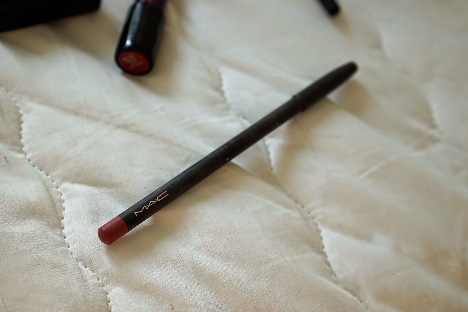mac lip pencil in soar