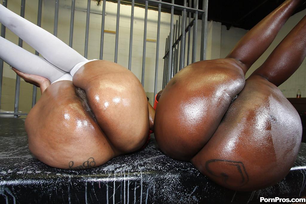 Big black milf booty
