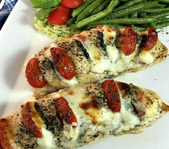 HASSELBACK CHICKEN STUFFED WITH MOZZARELLA, TOMATO AND BASIL #dinner #foodrecipe