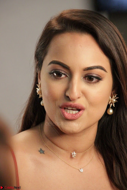 Sonakshi Sinha stunning Red Gown at Nach Baliye Season 8 interview 002.JPG