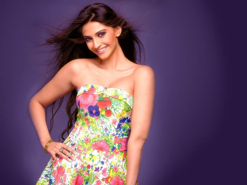 Sonam Kapoor Wallpapers: Sonam Kapoor Hot Wallpapers