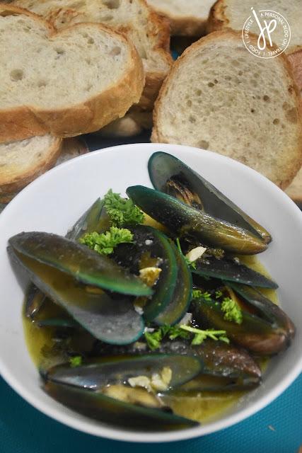 Mussels Buzara and crusty bread