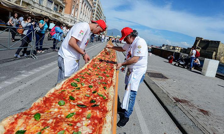 Rekor Pizza Terpanjang di Dunia