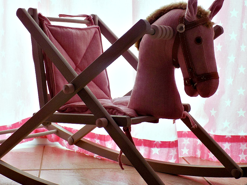 Makeover για ένα παλιό ξύλινο αλογάκι