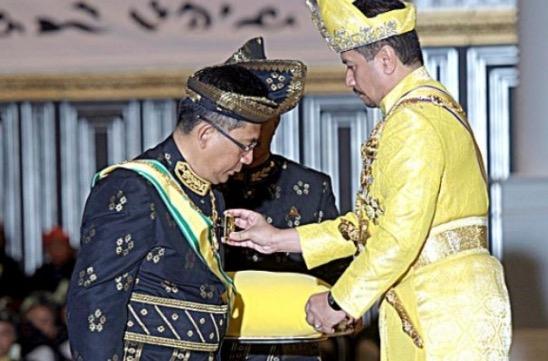 Inilah Punca Sultan Murka Dengan MB Terengganu, Tarik Balik Semua Gelaran