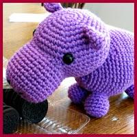 Hipopótamo morado a crochet