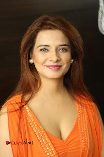 Actress Saloni Aswani Pos in Short Dress at Meelo Evaru Koteeswarudu Movie Interview  0032.JPG