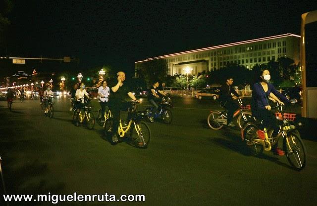 Bicicletas-noche-tiananmen