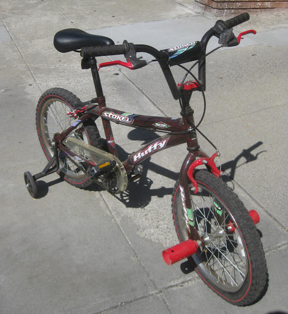 Uhuru Furniture & Collectibles Sold - Huffy Stoked Freestyle Bike 35