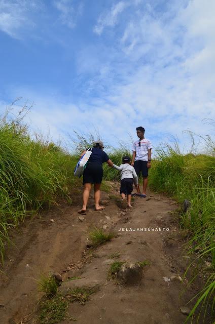 Trek menuju Bukit Pulisan, Likupang Timur, Minahasa Utara, Sulawesi Utara +jelajahsuwanto