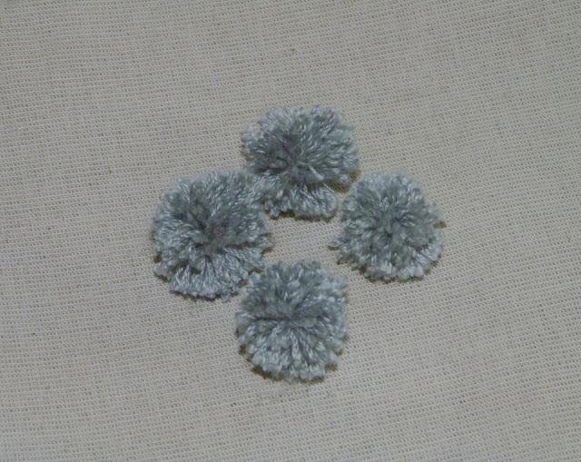 pompones-lana-decorar-almohadon