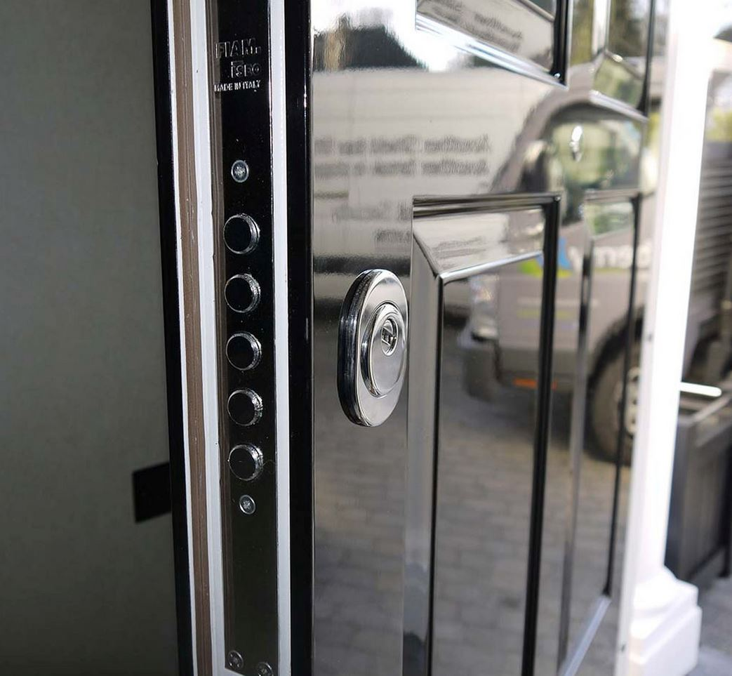 4 types of security doors every prepper should be aware of for Door 4 security