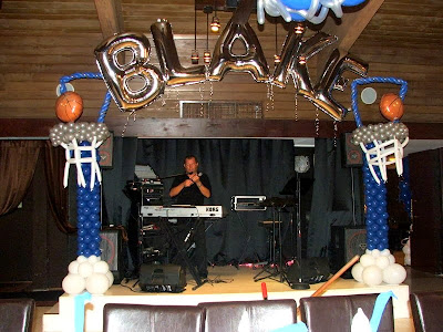 Basketball themed party balloon column