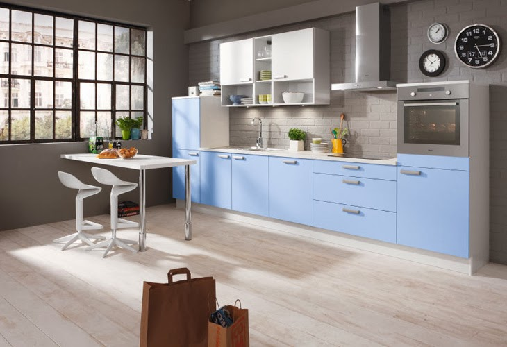 Cocinas integrales modernas en color celeste colores en casa for Cocinas alargadas modernas