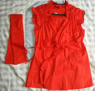 cf5813016e Bata em tecido com amarração transpassada e fita (ao lado) para amarrar na  cintura. Tamanho  M Nunca usada (com etiqueta) Valor  15