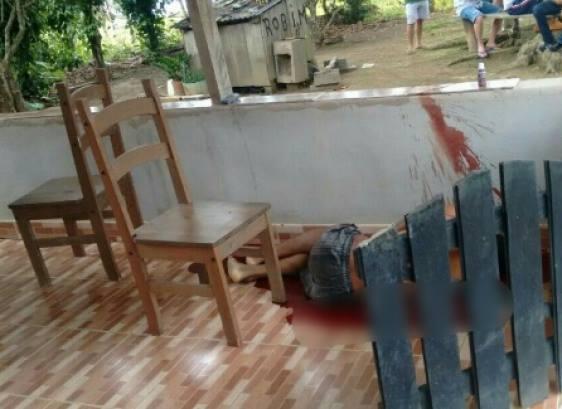 Jovem é assassinado de surpresa de maneira brutal com golpe de foice